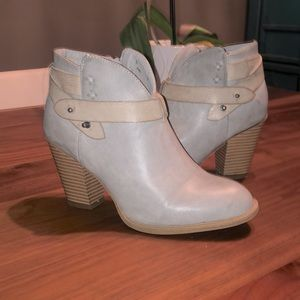 💕Two for $40💕XOXO Grey Ankle Boots